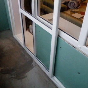 Сдвижная дверь вместо распашной на балконе