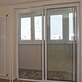 Прозрачные двери купейного типа