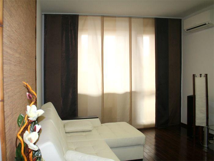 Японские шторы в зале трехкомнатной квартиры
