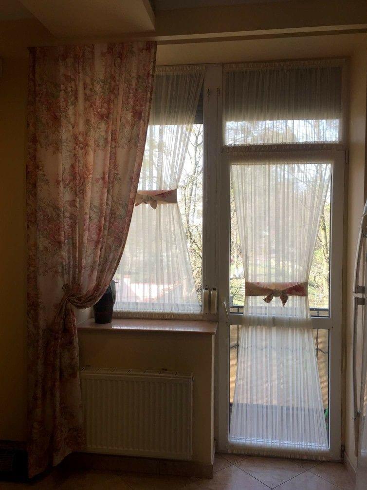 Декор створок окна и балконной двери шторами-кафе