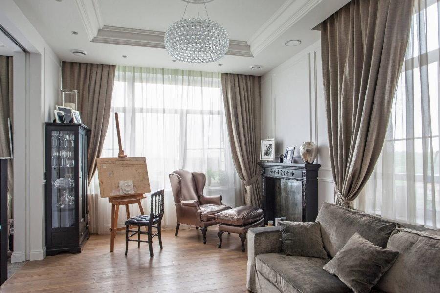 Шторы под обивку мебели в гостиной комнате