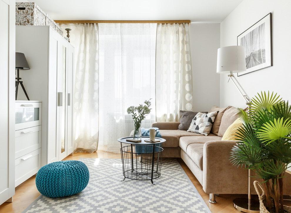Светлая комната хрущевки в скандинавском стиле