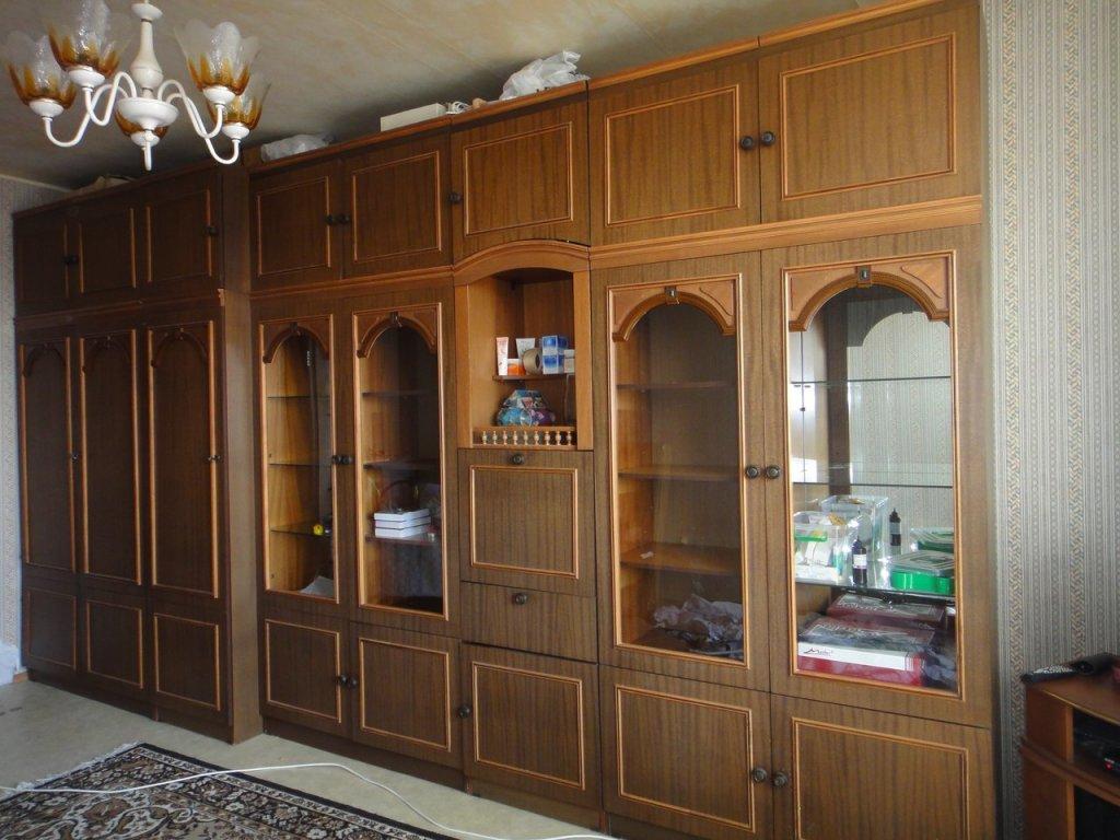 Советская стенка с платяным шкафом распашного типа