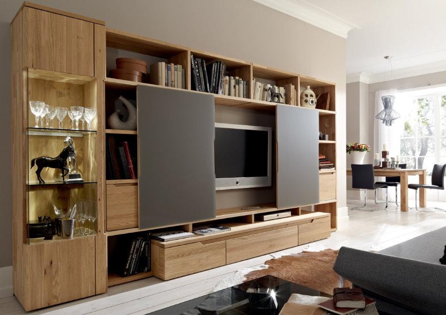 Прямая стенка со специальной секцией для телевизора