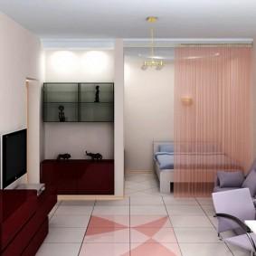 Зонирование квартиры нитяными шторами розового цвета