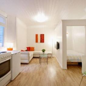 Освещение студии с белыми стенами