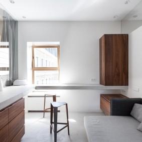 Коричневый шкаф на стене белого цвета