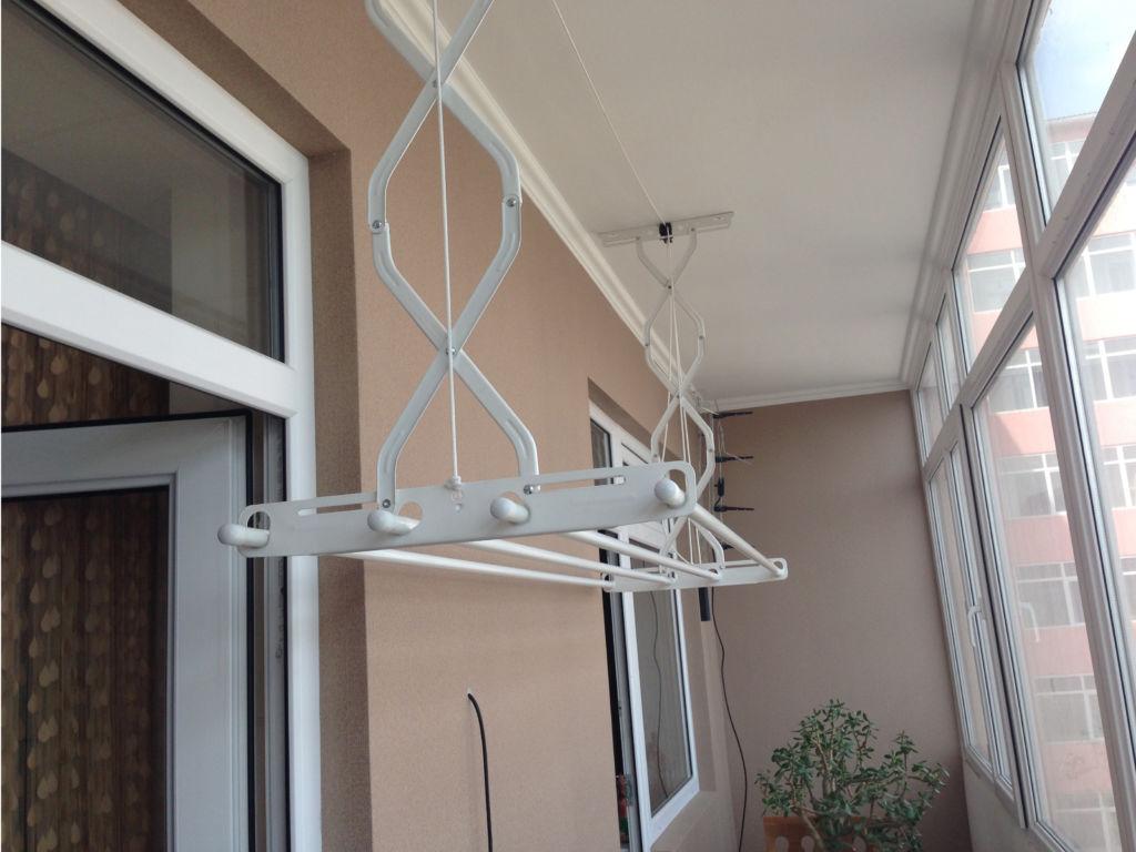Балконная складная сушилка с потолочным креплением