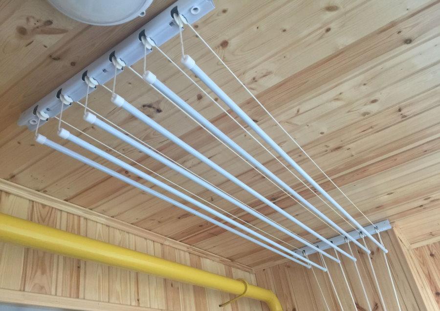 Потолочная сушилка с регулировкой высоты подвешивания белья