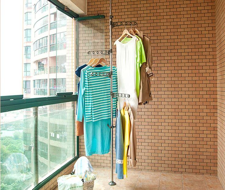 Фото балконной сушилки с плечиками для одежды