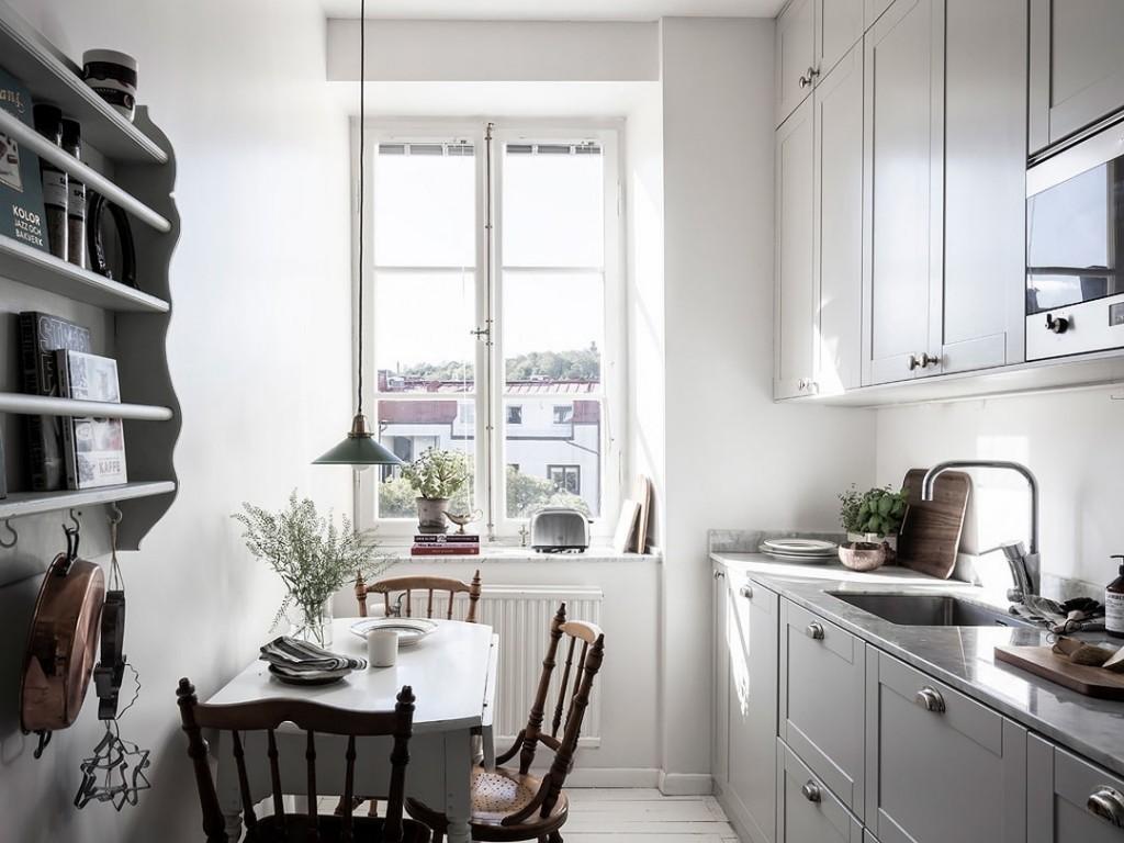 Небольшая уютная кухня в скандинавском стиле