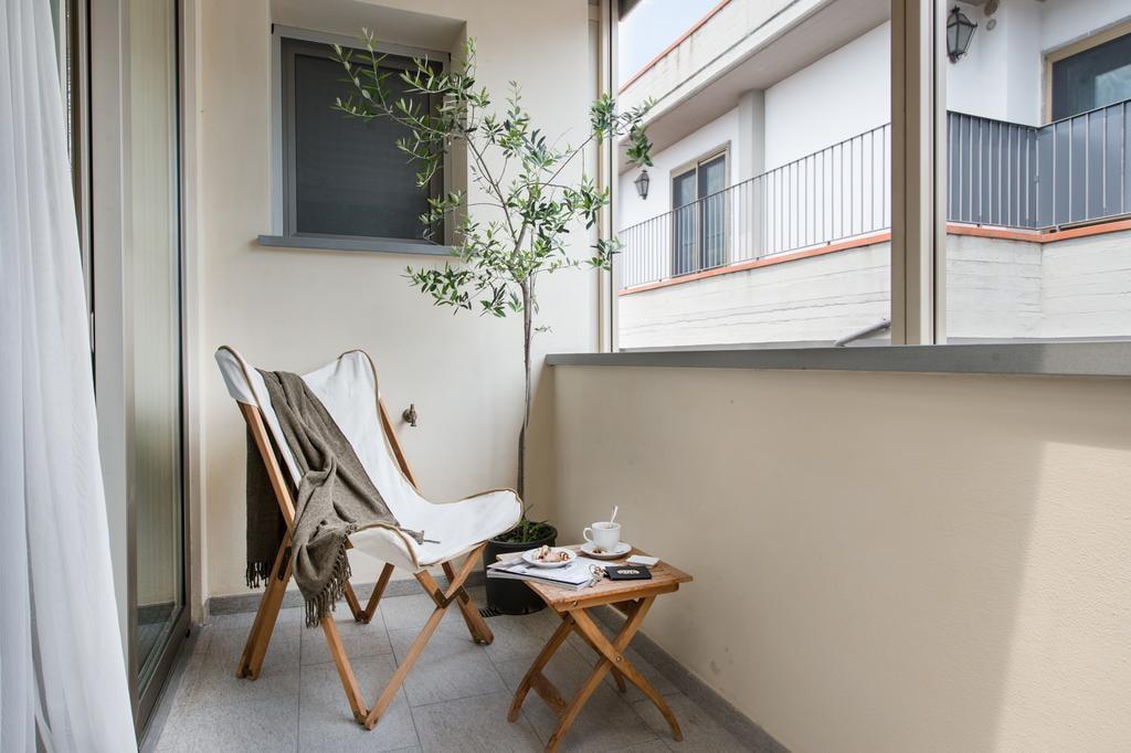 Застекленный балкона с керамическим полом