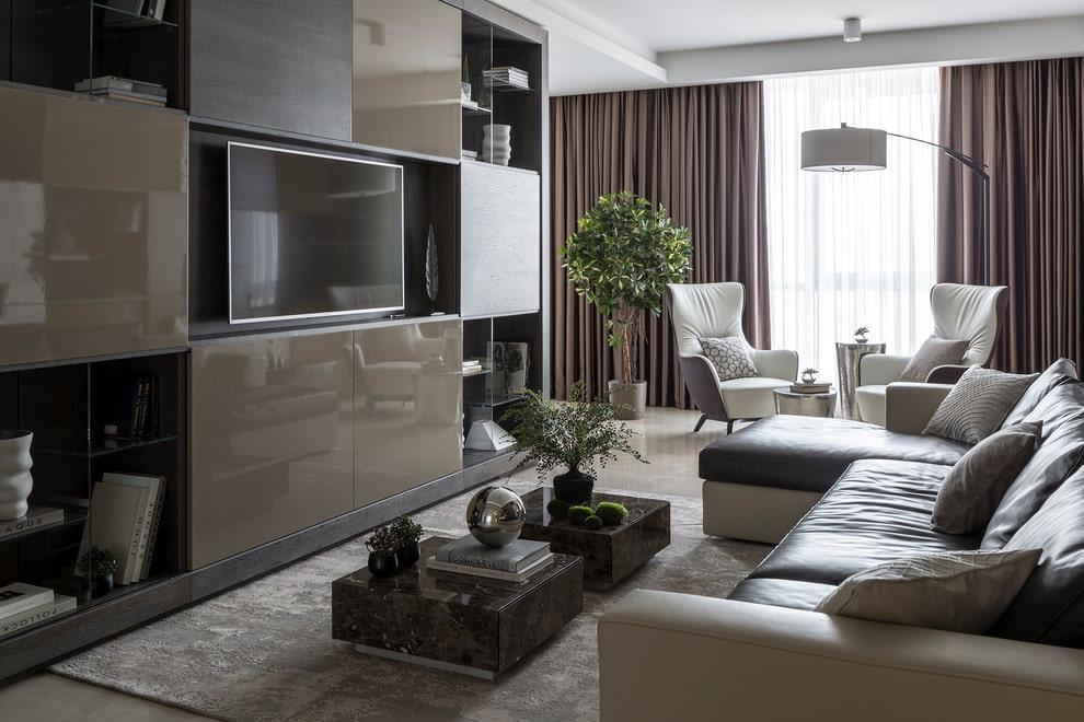 Телевизор среднего размера в мебельной стенке