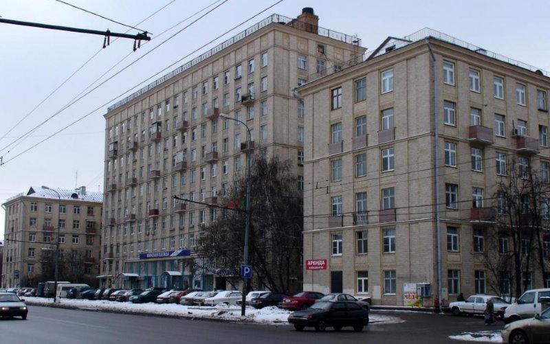 Шестиэтажная сталинка типовой застройки
