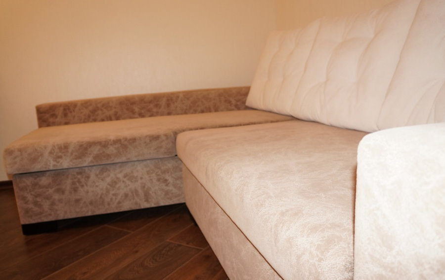 Обивка из флока на угловом раскладном диване