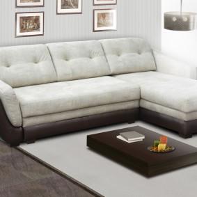 Компактный диван из недорогого материала