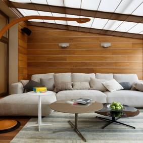 Деревянная обшивка стен в зале