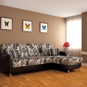 Пестрая обивка углового дивана
