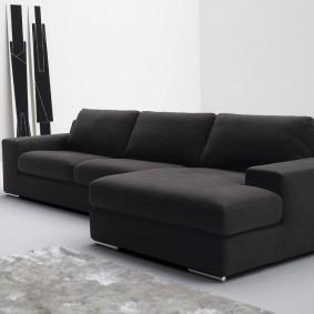 Темно-серый диван с текстильной обивкой