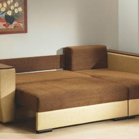 Угловой диван раскладной конструкции