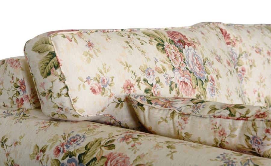 Гобеленовая обивка дивана с цветочным рисунком