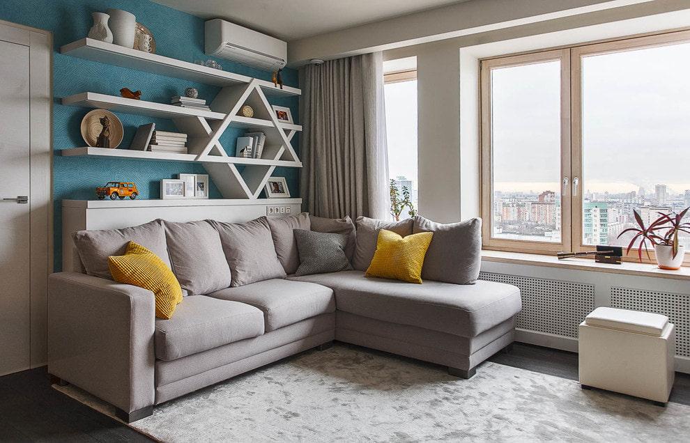 Гостиная комната с угловым диваном в интерьере