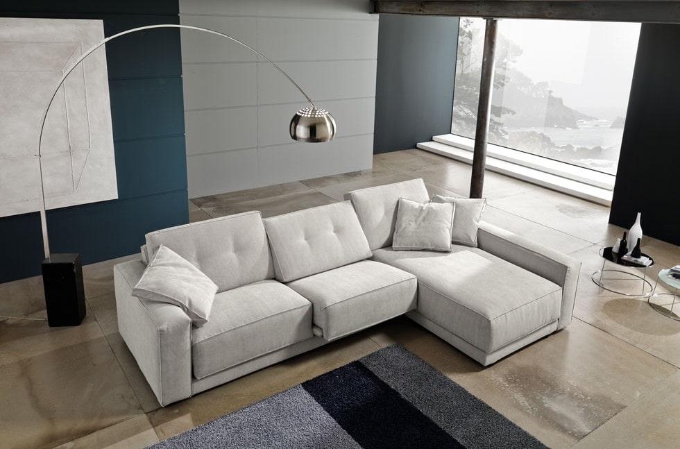 Угловой диван в гостиной стиля минимализм