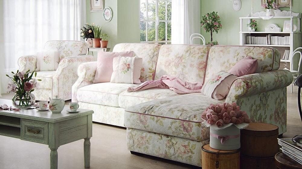 Гостиная комната в деревенском стиле с угловым диваном