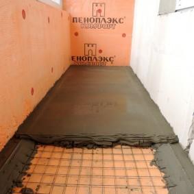 Заливка стяжки под плитку на пол балкона