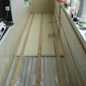 Монтаж листового утеплителя на пол застекленного балкона