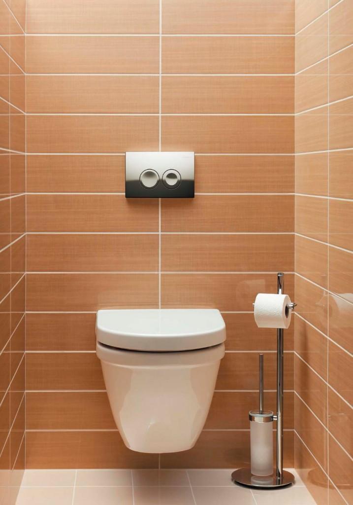 Навесной унитаз в туалете с коричневой плиткой