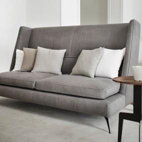 Узкий диванчик раскладной конструкции