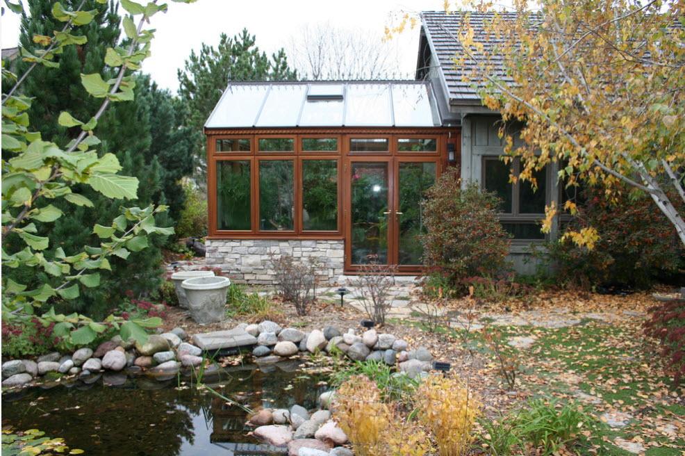 Экстерьер зимнего сада в застекленной веранде