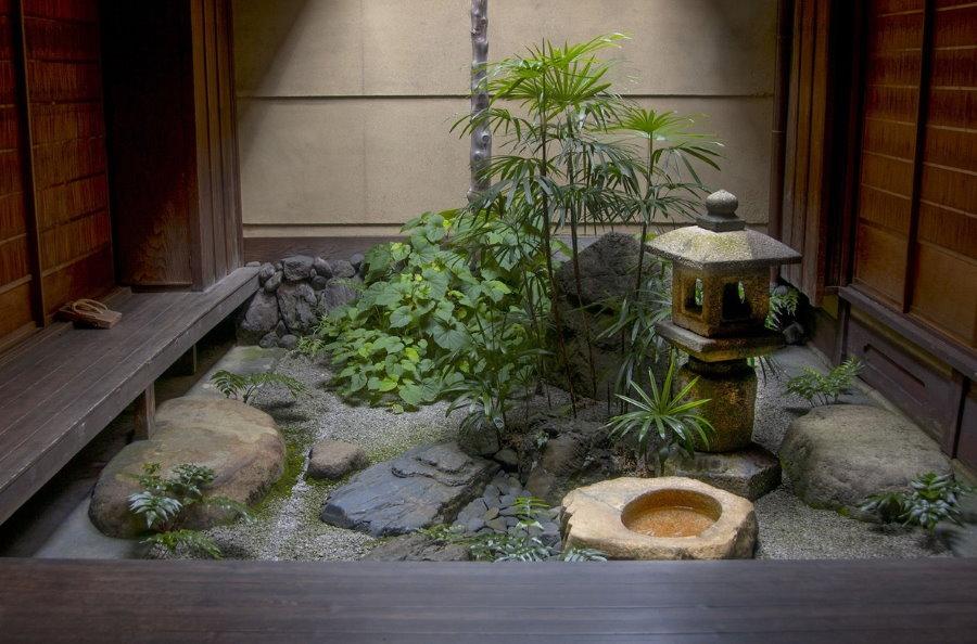 Небольшой зимний сад в японском стиле