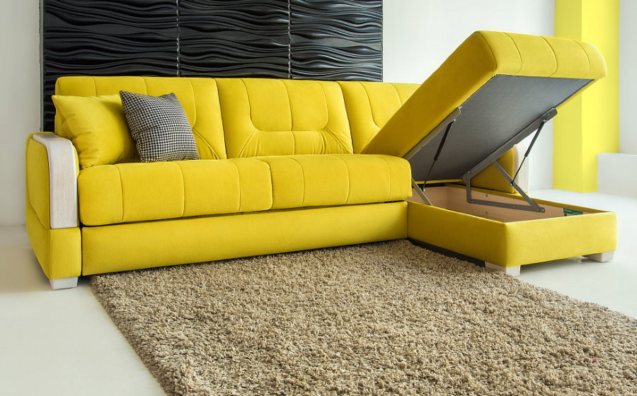 Яркий диван желтого цвета