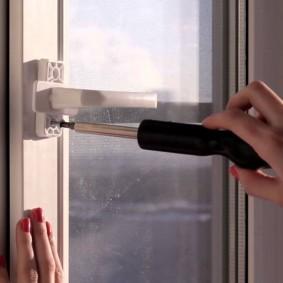 Установка новой ручки на балконную дверь