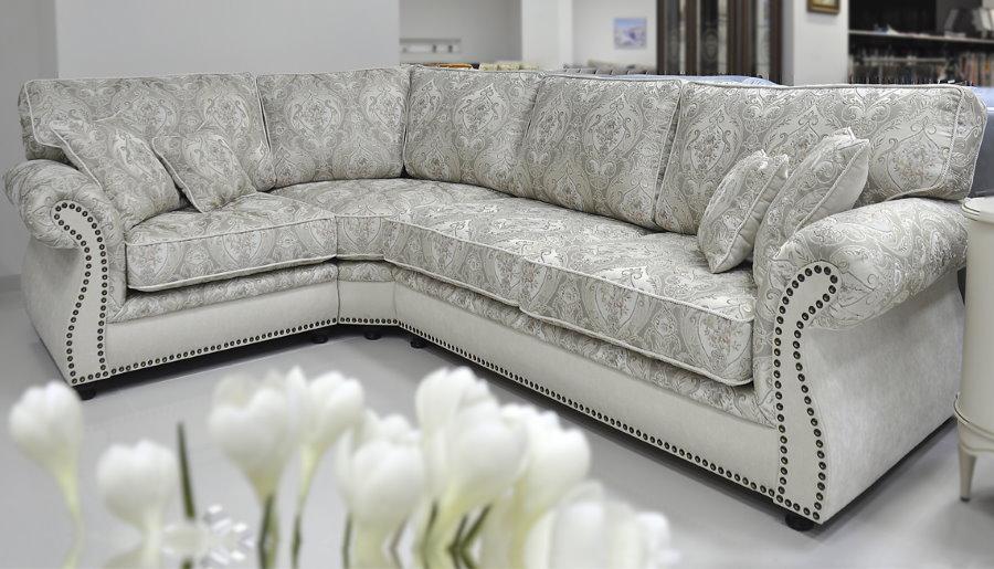Жаккардовая обивка мягкой мебели в гостиной