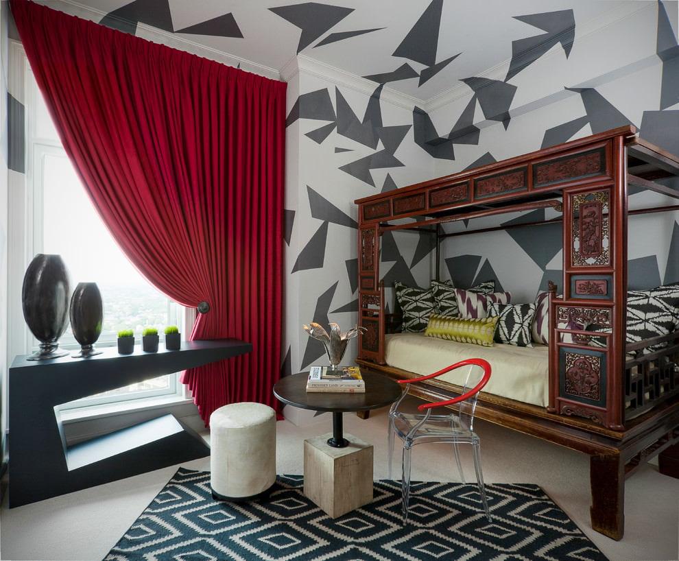Бардовая штора в спальне оригинального дизайна