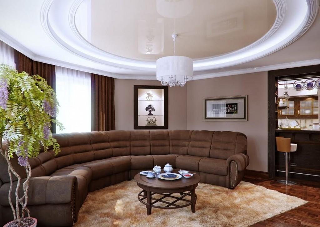 Коричневый диван в зале с бежевым потолком