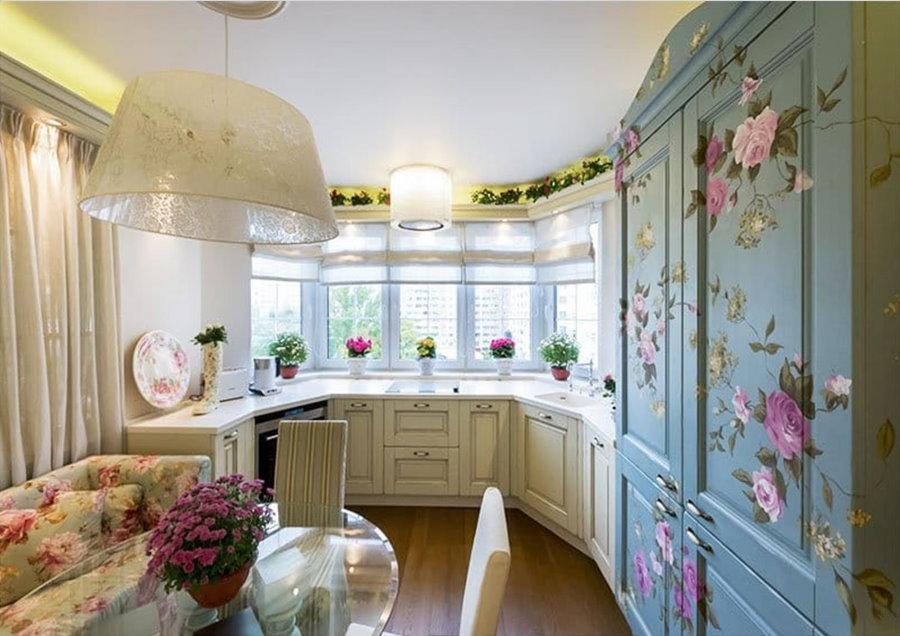 Цветочные декор на фасадах кухонных шкафов