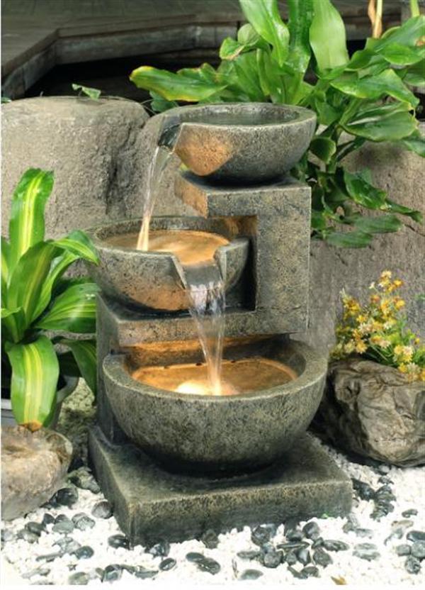 Компактный фонтан с чашами серого цвета