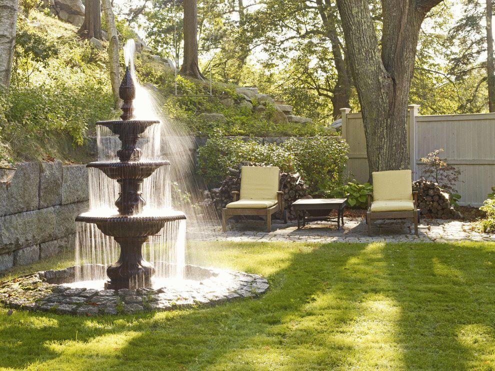 Многоярусный фонтан на загородном участке