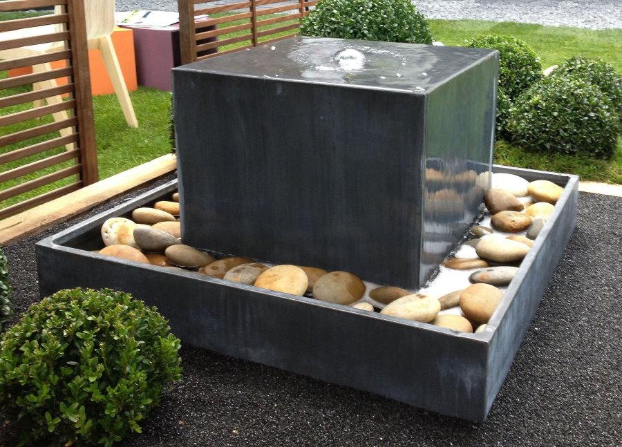 Садовый фонтан в стиле минимализма