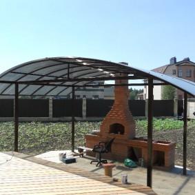 Навес с арочной крышей для барбекю на даче