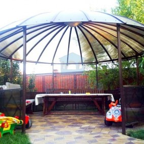 Навес-беседка с круглой крышей