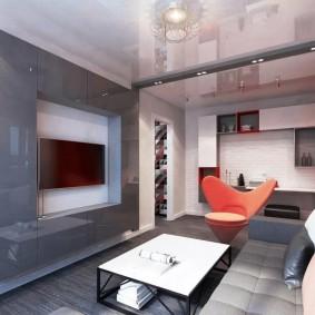 Натяжной потолок с глянцевой поверхностью