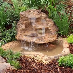 Искусственный мини-водопад из пластика