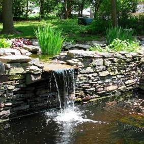 Однокаскадный водопад стена из плоского камня