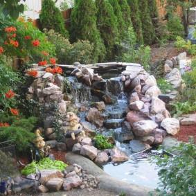 Ландшафтный дизайн сада с декоративным водопадом