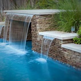 Стильный водопад с чистой водой